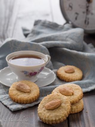 biscotti alle mandorle desserts food photography