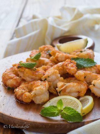 Gamberoni limone e menta in padella fish and sea fruits food photography