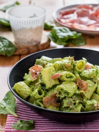 Pasta crema di spinaci e ricotta con mortadella pasta food photography