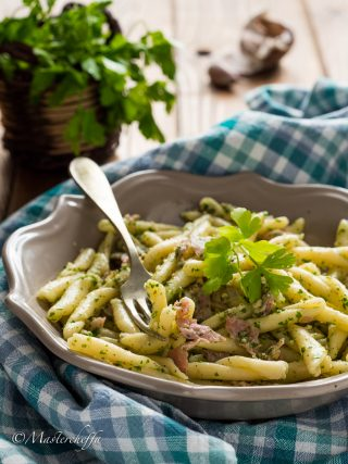 Pasta pesto di prezzemolo e noci con prosciutto pasta & co. food photography