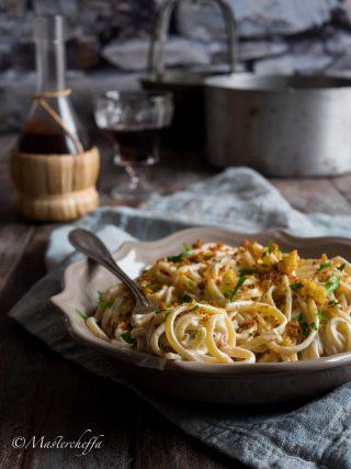 Pasta robiola e speck con pane croccante pasta food photography