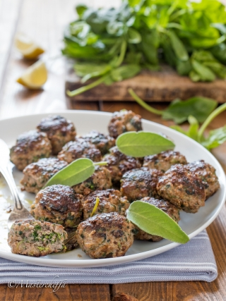 Polpette di spinaci e carne con burro e salvia meat food photography