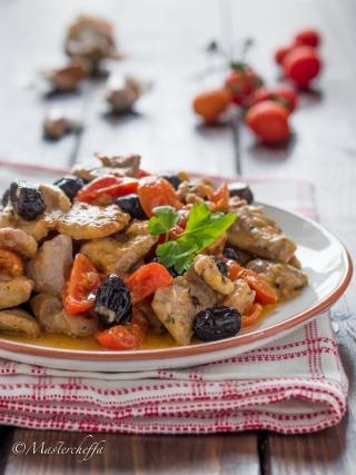 Straccetti di tacchino pomodorini e olive meat food photography