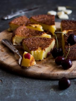 torta cremosa cioccolato bianco ciliegie desserts food photography