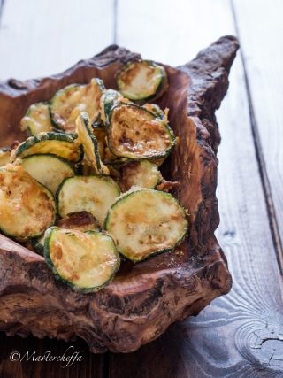 zucchine fritte in padella vegetables food photography