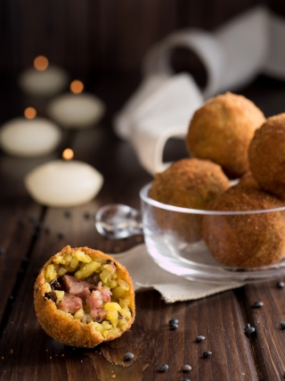 arancinette cotechino e lenticchie merry christmas food photography