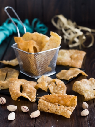 chiacchiere al pistacchio carnevale food photography