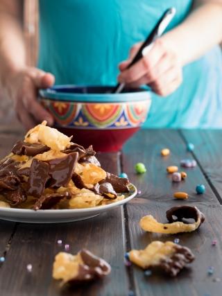 chiacchiere con cioccolato- carnevale food photography