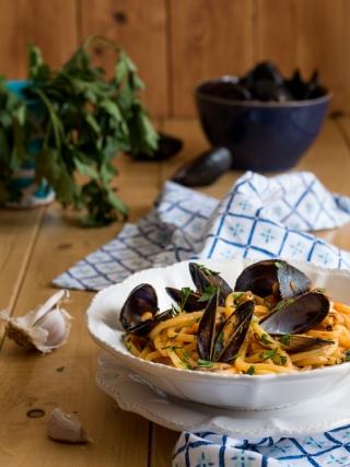 pasta sugo cozze sicilia bedda food photography