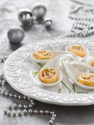 rotolini di crepe salmone e stracchino merry christmas food photography