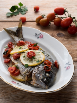 sarago al forno fish and sea fruits food photography
